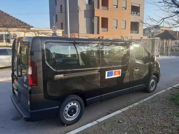 """Saopštenje za medije: Kroz nabavku dva nova pristupačna vozila uspostavljena usluga prevoza """"od vrata do vrata"""" za OSI na teritoriji Glavnog grada Podgorice"""